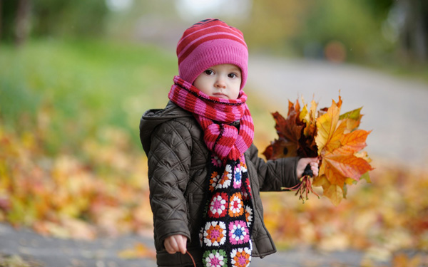 cute-baby-in-autumn