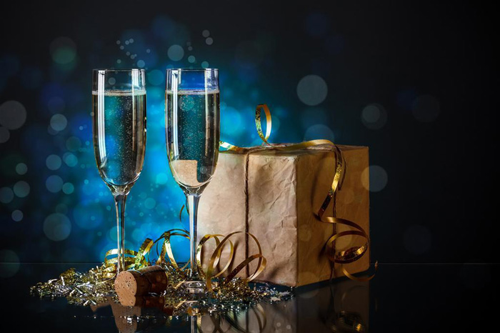 Champagne-and-gifts