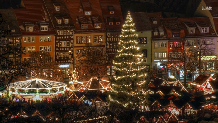 christmas-town-decorations-wallpaper