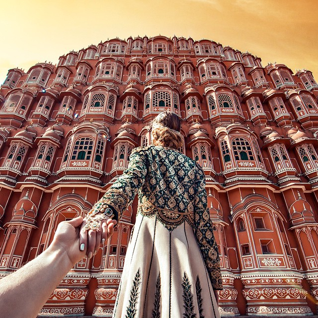 Photographer Follows Girlfriend Goes To Beautiful Indian Landmarks 2