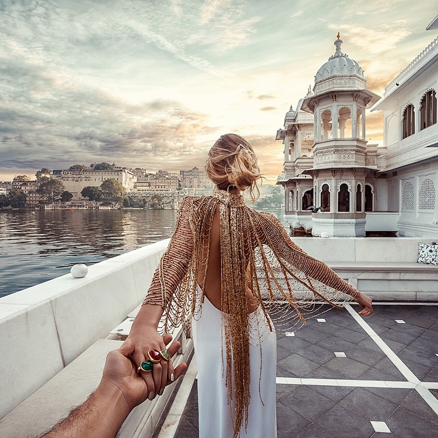 Photographer Follows Girlfriend Goes To Beautiful Indian Landmarks 4