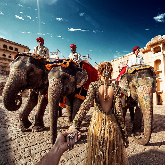 Photographer Follows Girlfriend Goes To Beautiful Indian Landmarks 5