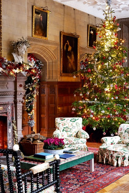Christmas-decorations House traditional-english-decoration-holker-hall