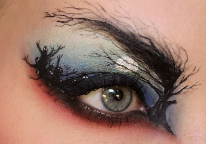 15 Spooky Eye Makeup Designs For This Halloween