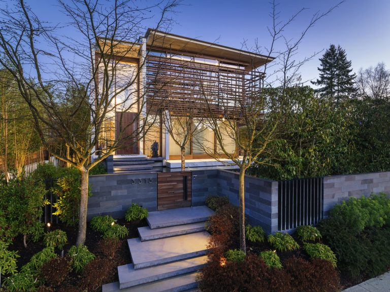 Beautiful Modern House Exterior and Bright Interiors in Canada