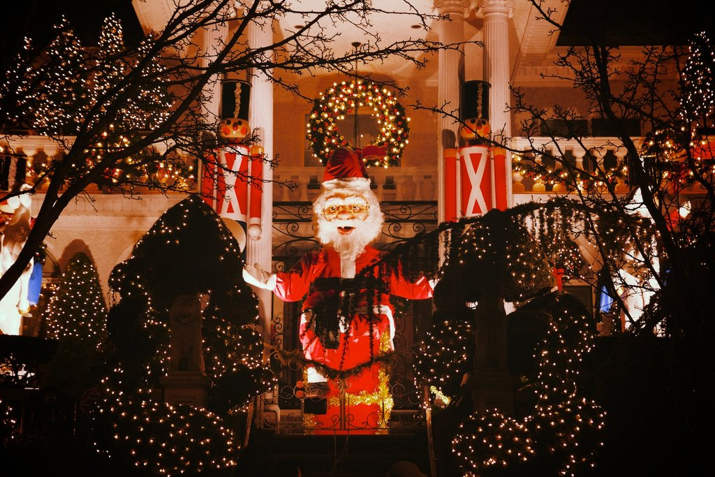 The-Lights-of-Dyker-Heights-in-Brooklyn-NY-America