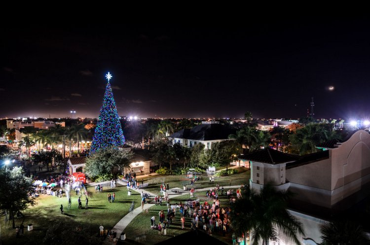 25 Best Christmas Towns in Delray Beach, FL USA