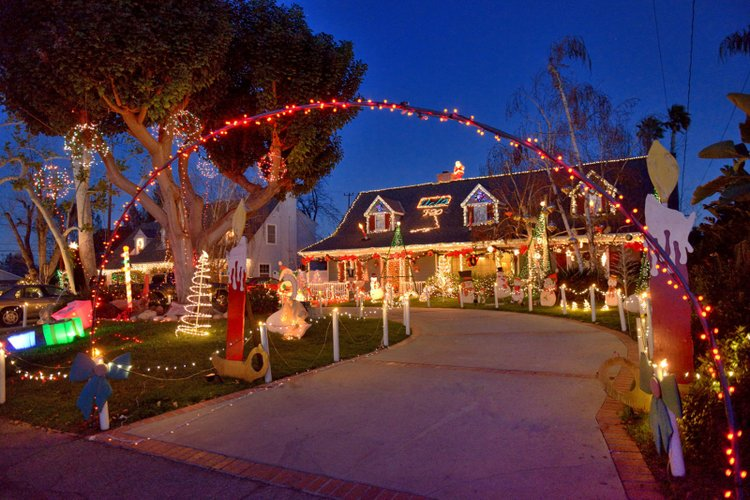 25 Best Christmas Towns in Sierra Madre, CA USA