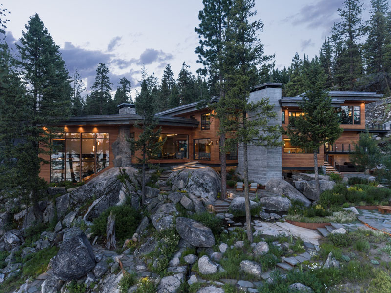 Waterfront Vacation Home on A Rocky Cliff