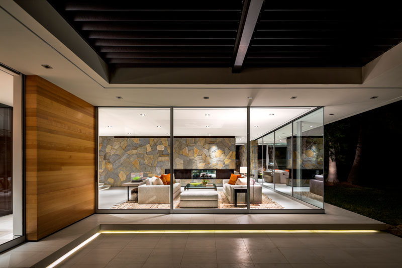 modern-living-room-with-glass-walls-