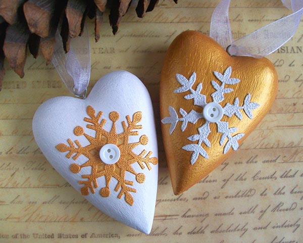 Gold and white Christmas hearts